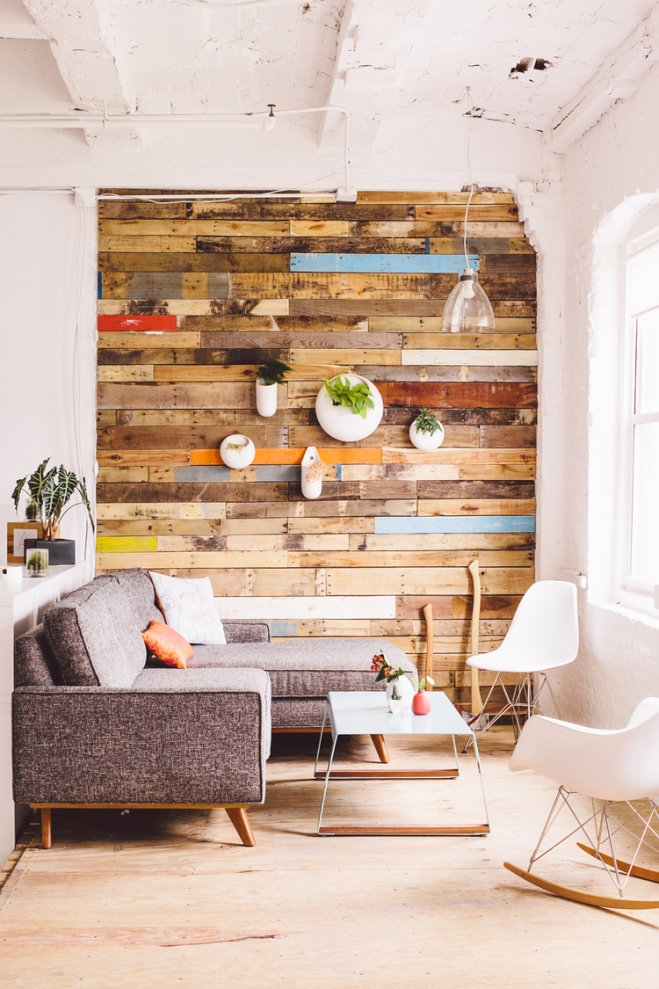 Reclaimed salvaged wood accent wall http://www.ellasplace.me